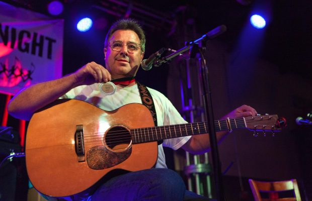 Vince Gill with award
